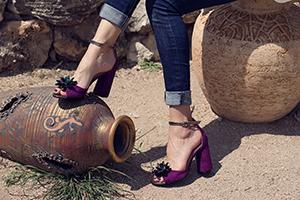 Как сочетать джинсы и обувь женщинам?