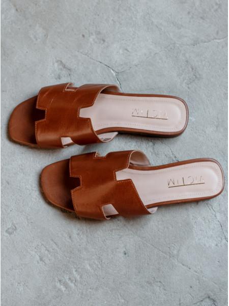 Шлепанцы кожаные VICTIM (Poland) 14082 коричневые